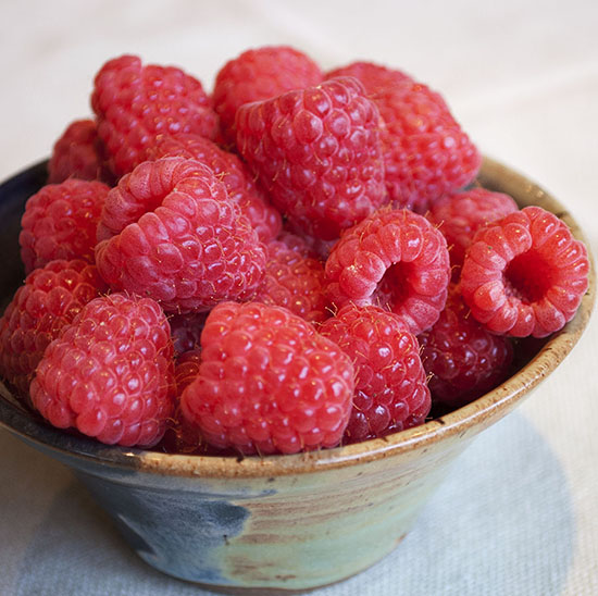 red raspberries 12 550